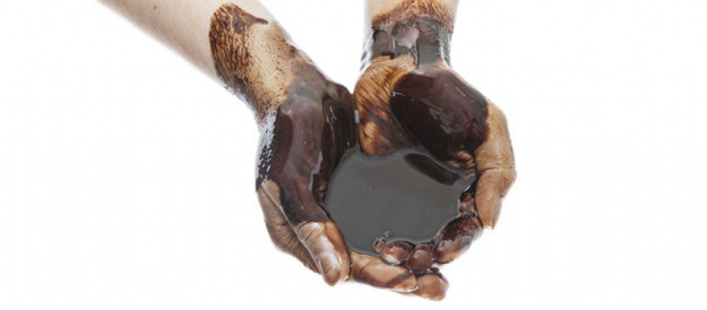 Ako ropa v kozmetike ničí vašu pokožku a zdravie